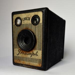 OBJ0013-camera-exacta-triumph-frontal.jpg